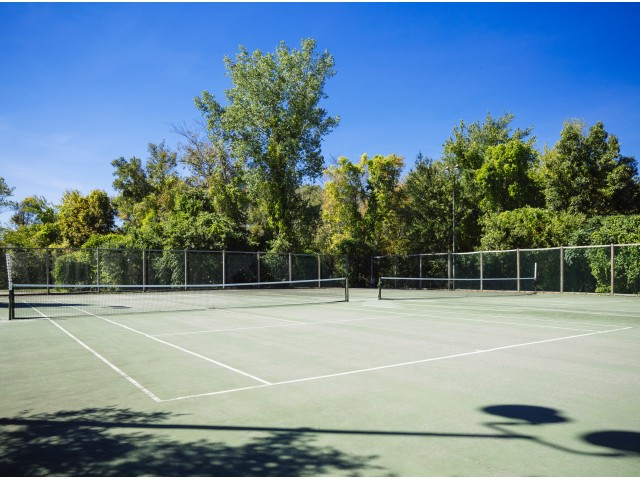 Image of Lighted tennis courts for Vinnin Square Apartment Homes