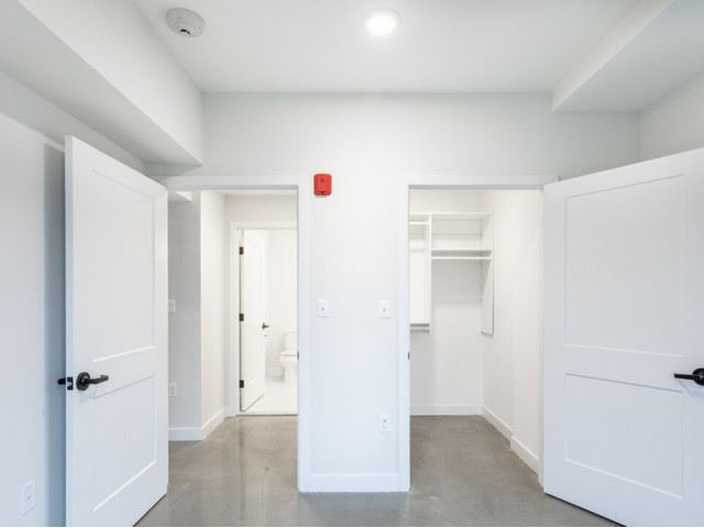 Image of Custom Closet Shelving for Glenbrook Crossing Apartment Homes