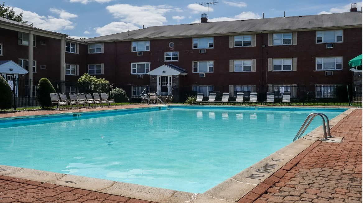 Image of Outdoor Swimming Pool for Francis Crossing Apartment Homes