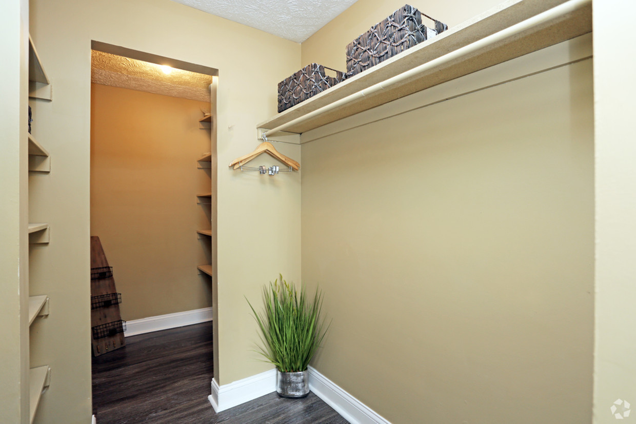 Image of Large Walk In Closets for Tudor