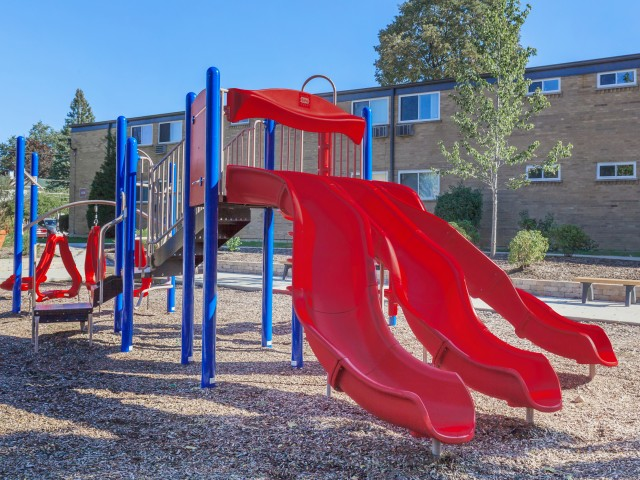 Resident Children\'s Playground | Apartments in Mt Prospect Illinois | Eclipse at 1450