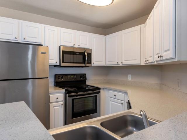 Modern Kitchen | Kissimmee FL Apartment For Rent | Laguna Place