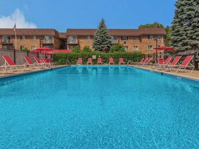 Sparkling Swimming Pool | Apartments in Mount Prospect Illinois | The Element