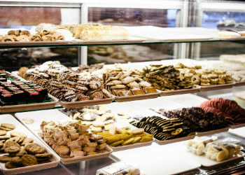 Fresh pastries and delectable Persian cookies await at Grandmas' Bakery. Enjoy fresh cookies, made-to-order cakes for special occasions, and plenty of pastries. As one Google reviwer put it,