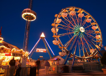 Kemah Boardwalk is a 60-acre theme park that provides fun for all ages. From its world class restaurants, exciting rides, games and abundant shopping, Kemah is a
