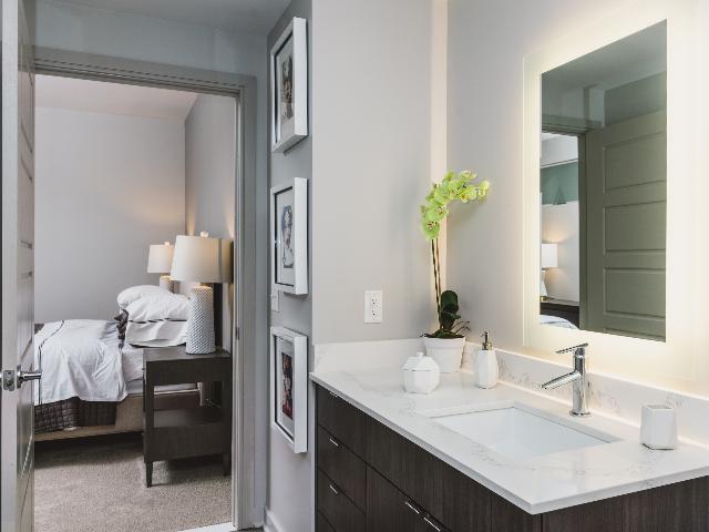 Dual entry bathroom image at Modera Buckhead