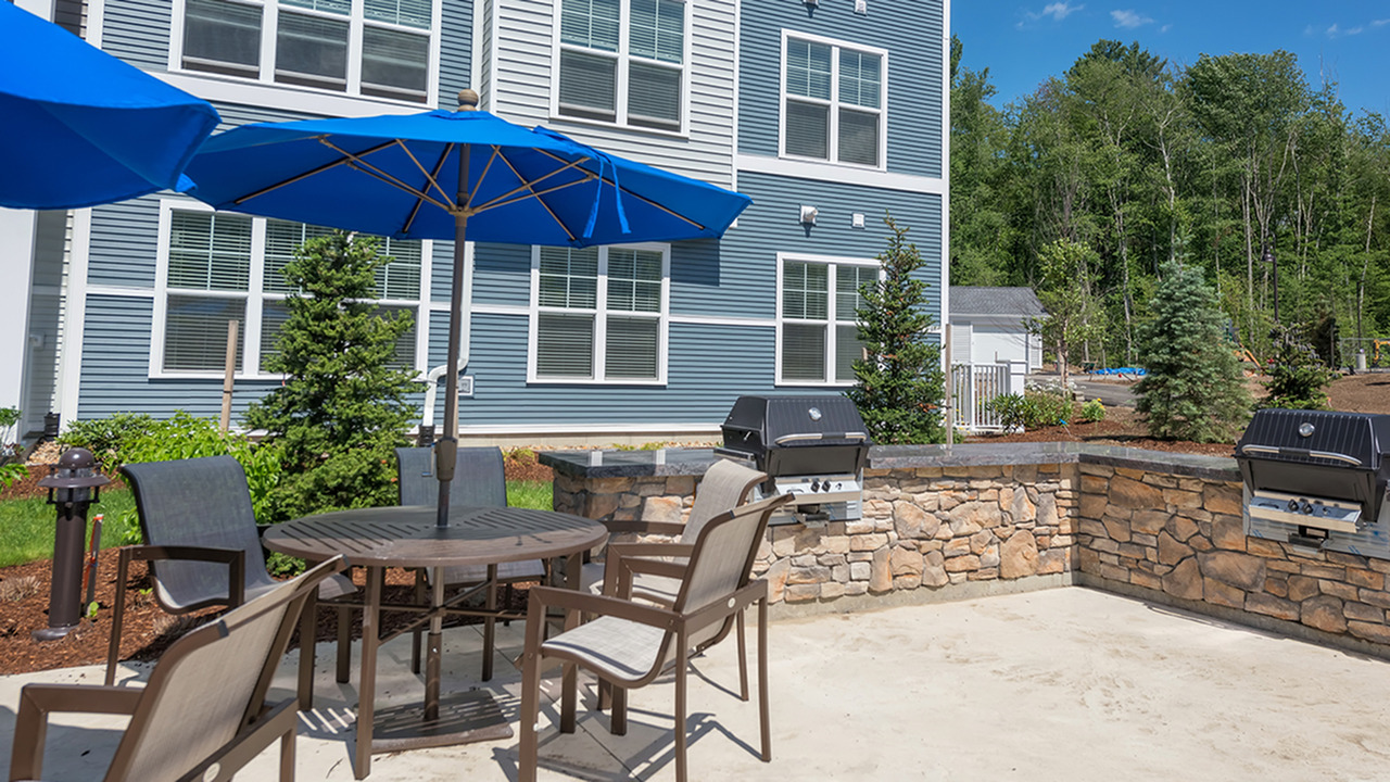 Outdoor Kitchen with Grills | Modera Hopkinton