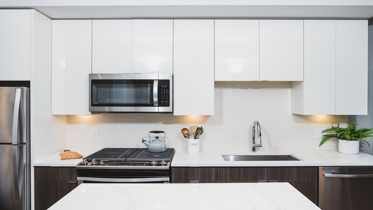 Modern kitchen with white upper cabinetry and espresso lower cabinetry