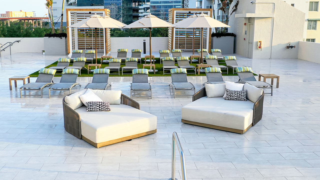 Modera Skylar | Chaise Lounges and Day Beds on Pool Deck
