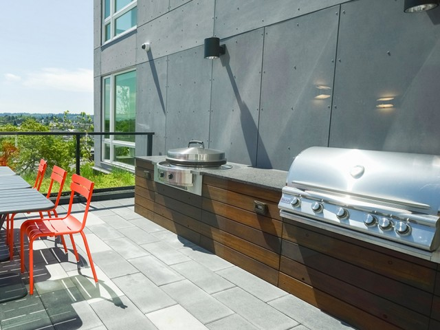 Roofftop lounge and grilling stations