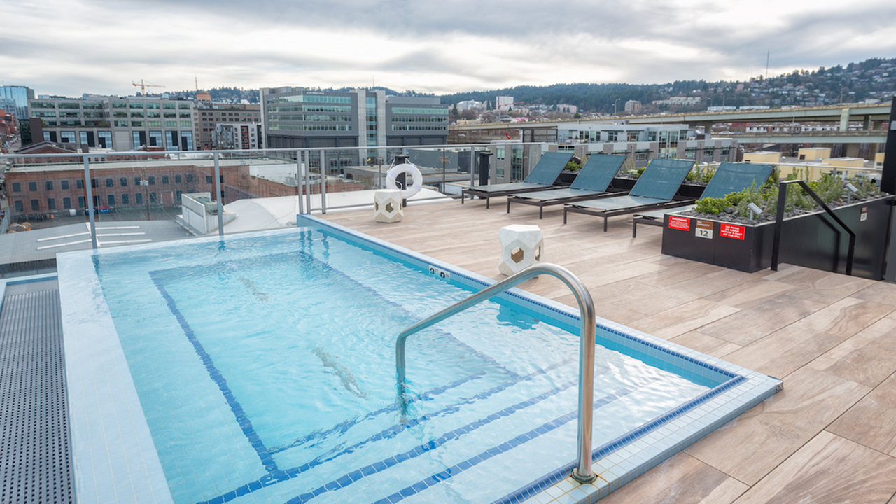 Rooftop desk with infinity spa
