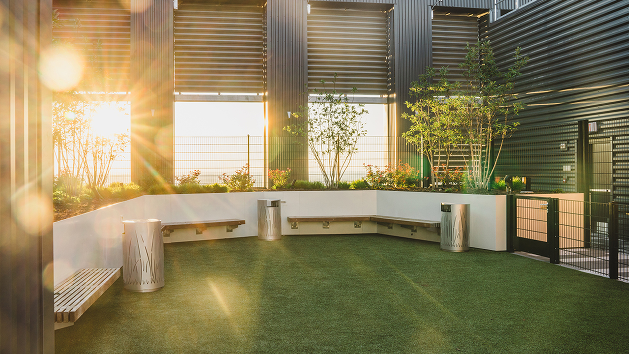 Roof Top Green Scape with Bench Seating