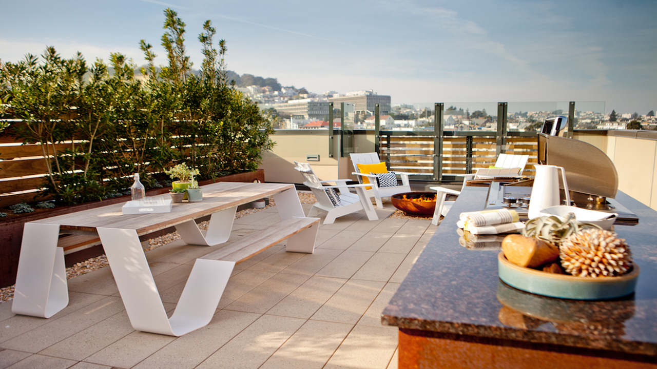 Rooftop dining option with outdoor grilling station