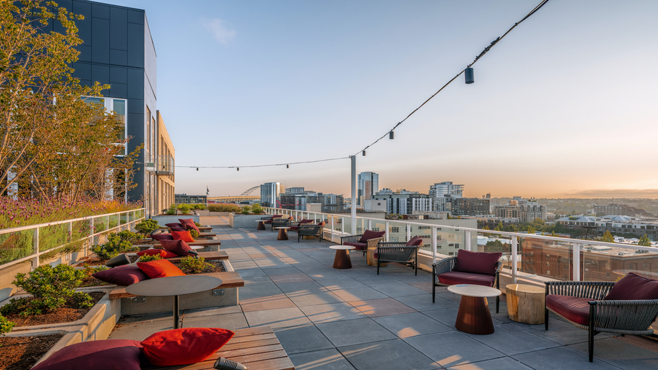 Lavish rooftop sundeck with sweeping views of Portland