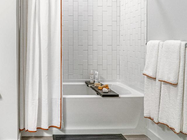 Spa bathtub at Modera Marshfield image