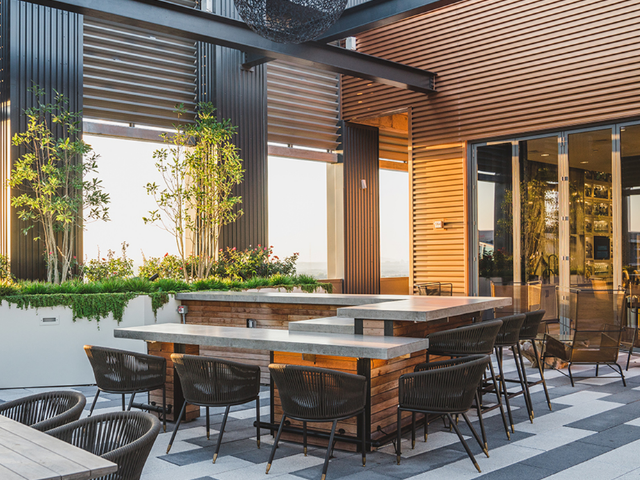 Multiple indoor and outdoor bar areas