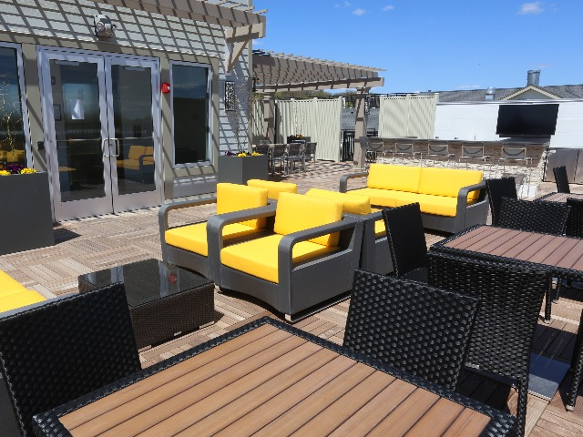 Rooftop deck image at Modera 44