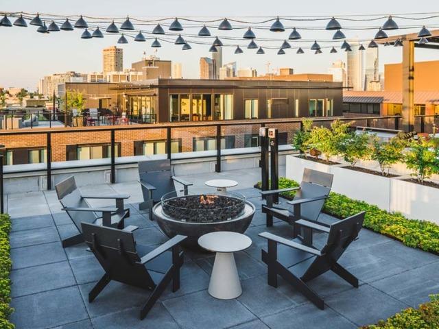 Modera Broadway Rooftop deck lounge image