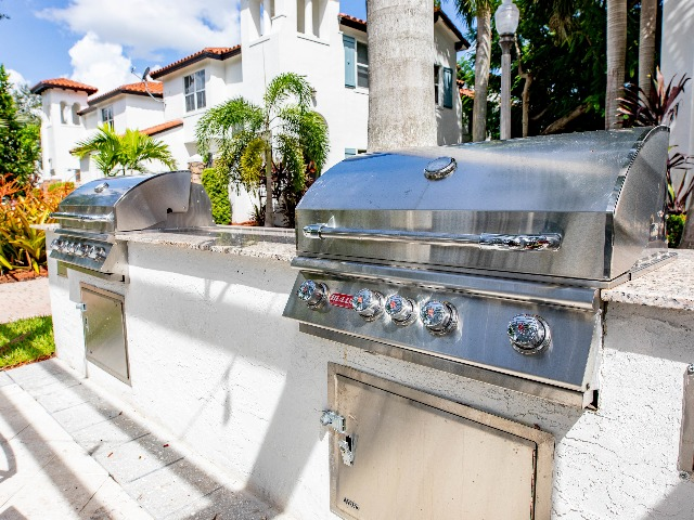 Image of outdoor grill area at Alister Isles