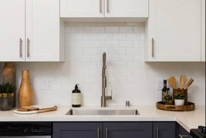 Pull down spray faucet in kitchen