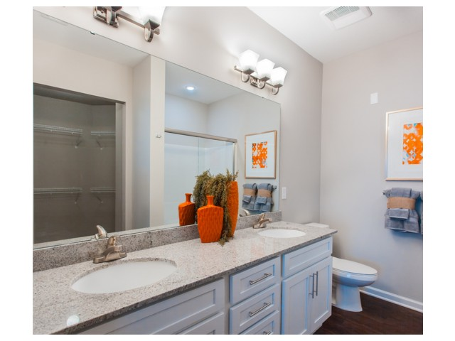 Spacious Bathroom | Kansas City Apartments | Prairie View at Village West