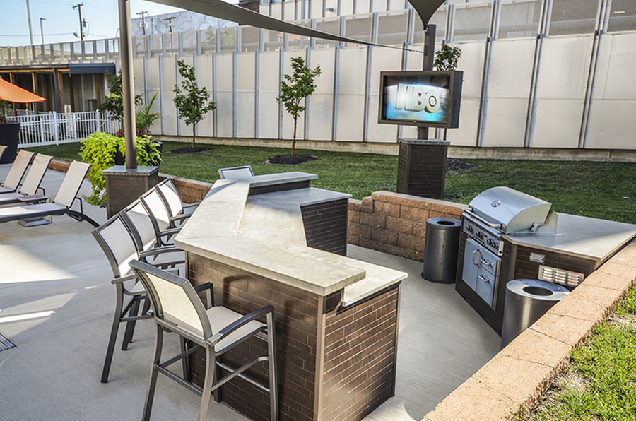 Community BBQ Grills | Apartment In Kansas City | RM West