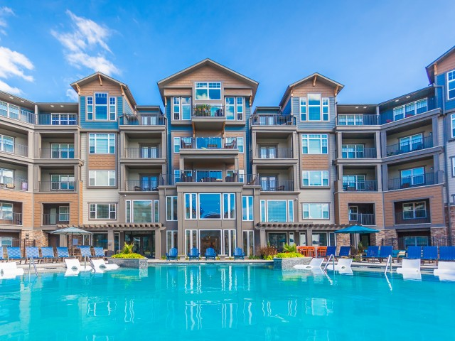 Swimming Pool | Apartments In Kansas City Kansas | Prairie View at Village West