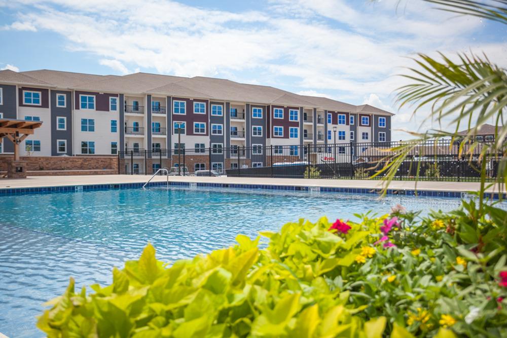 Zero Entry Style Pool | Kansas City Apartments | Kinsley Forest