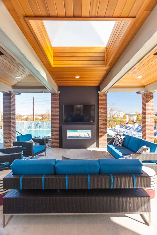 Outdoor TV Lounge Area | Lees Summit Missouri Apartments for Rent | Summit Square