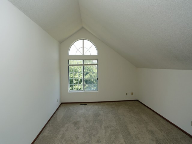Image of Vaulted Ceilings for Mequon Trail TH