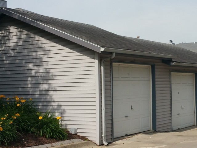 Image of Garages available for Candlewood Apartments