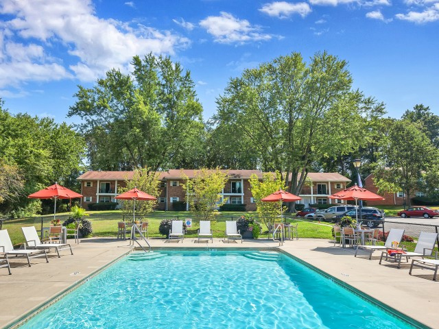 Resort Style Pool   Apartments in Pitman   Holly Court