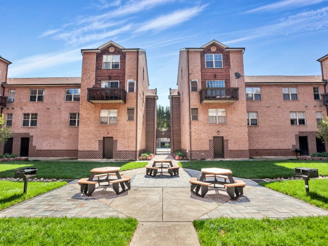 Landscaped Courtyard | Harrisburg Apartments | Mulberry Station