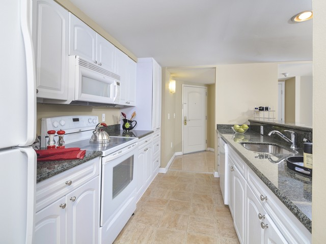 Modern Kitchen | Cherry Hill Luxury Apartments | Cherry Hill Towers