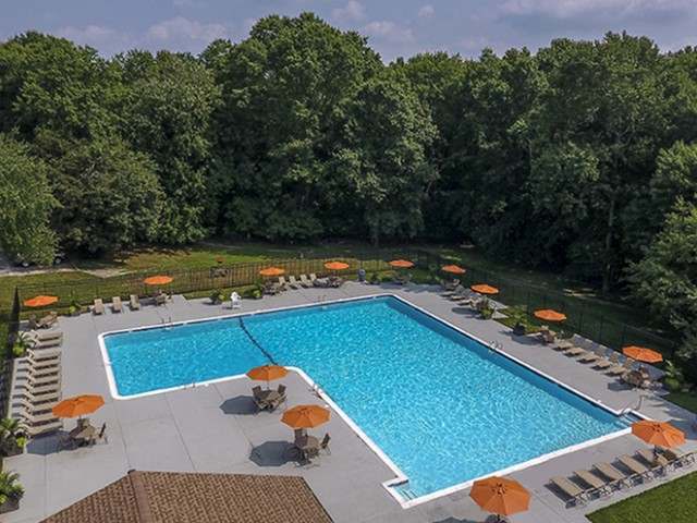 Seasonal Swimming Pool| Luxury Apartments In Newark Delaware | Hunters Crossing