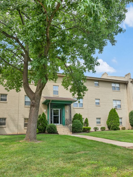 Residents at AION Partners | Newark Apartments