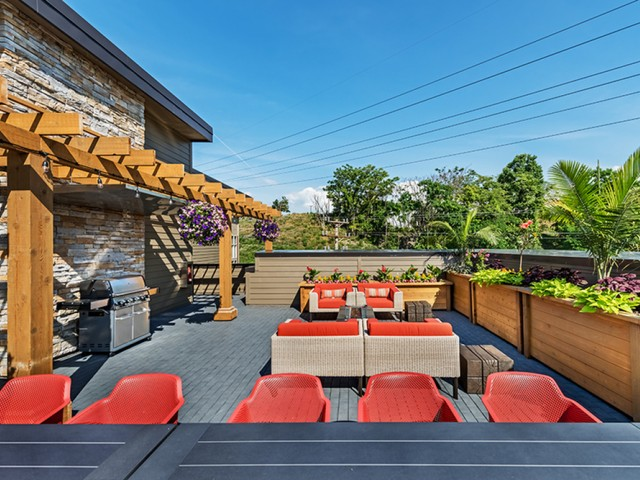 Community Sun Deck | Apartments In Pittsburgh Pa | Cosmopolitan