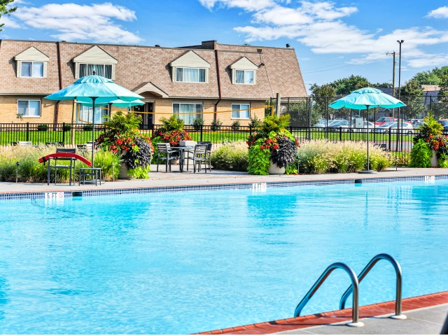 Apartments In Bensalem Pa | Poolside Fun | Franklin Commons