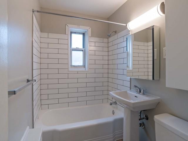 Spacious Bathroom   Belleville NJ Apartments   Branch Brook Gardens (The Woodlands)