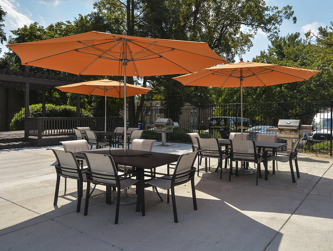Resident Sun Deck | Baltimore MD Apartment For Rent | Metro Pointe Apartment Homes