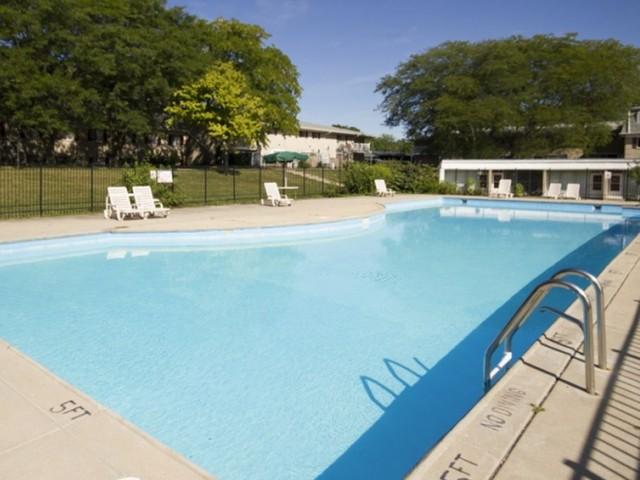 Sparkling Pool | One Bedroom Apartments Indianapolis | Fountain Lake Villas