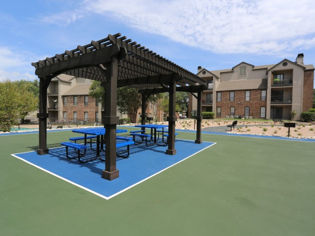 Apartments for Rent in San Antonio, TX - Westlake Villas Outdoor Lounge With Patio Seating