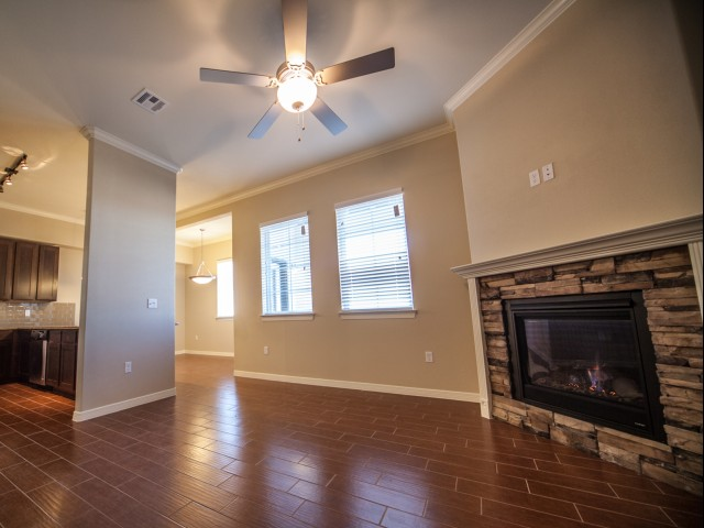 Image of 9 Foot Ceilings with Crown Molding for Bella Estancias