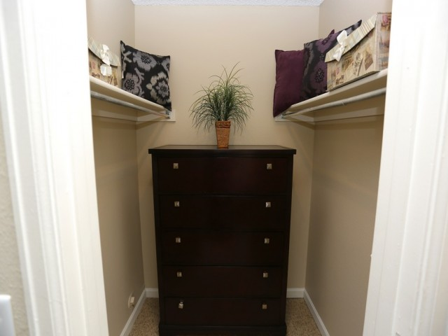 Image of Walk-in Closets for Antero