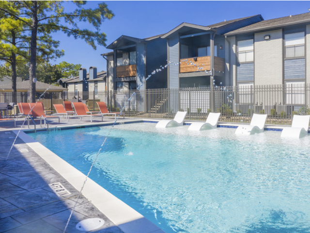 Sparkling Swimming Pool | Apartments in Houston, TX | Steepleway Downs