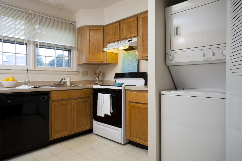 Pine Ridge_Kitchen V2 P1_Apartment Complex