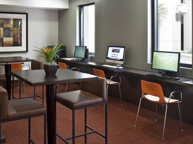 Academic success center with iMacs & free printing (24/7)