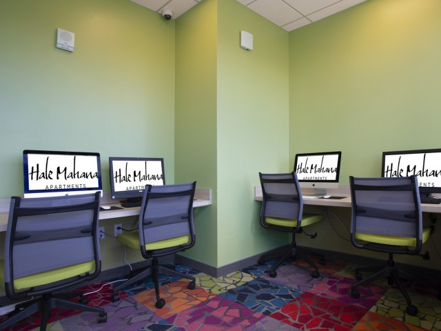 Computer Lab with Free Priniting