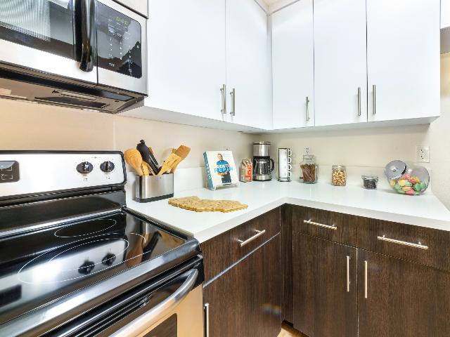 Quartz Stone Countertops & Stainless Steel Appliances