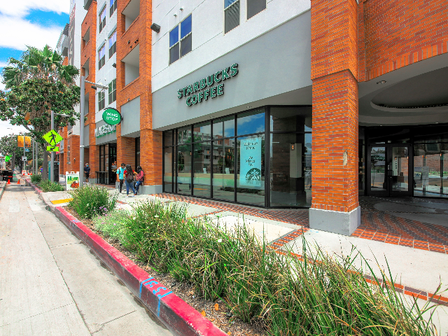 Ground Level Dining/Retail: Starbucks, Wing Stop, Which Wich, & Pizza Studio